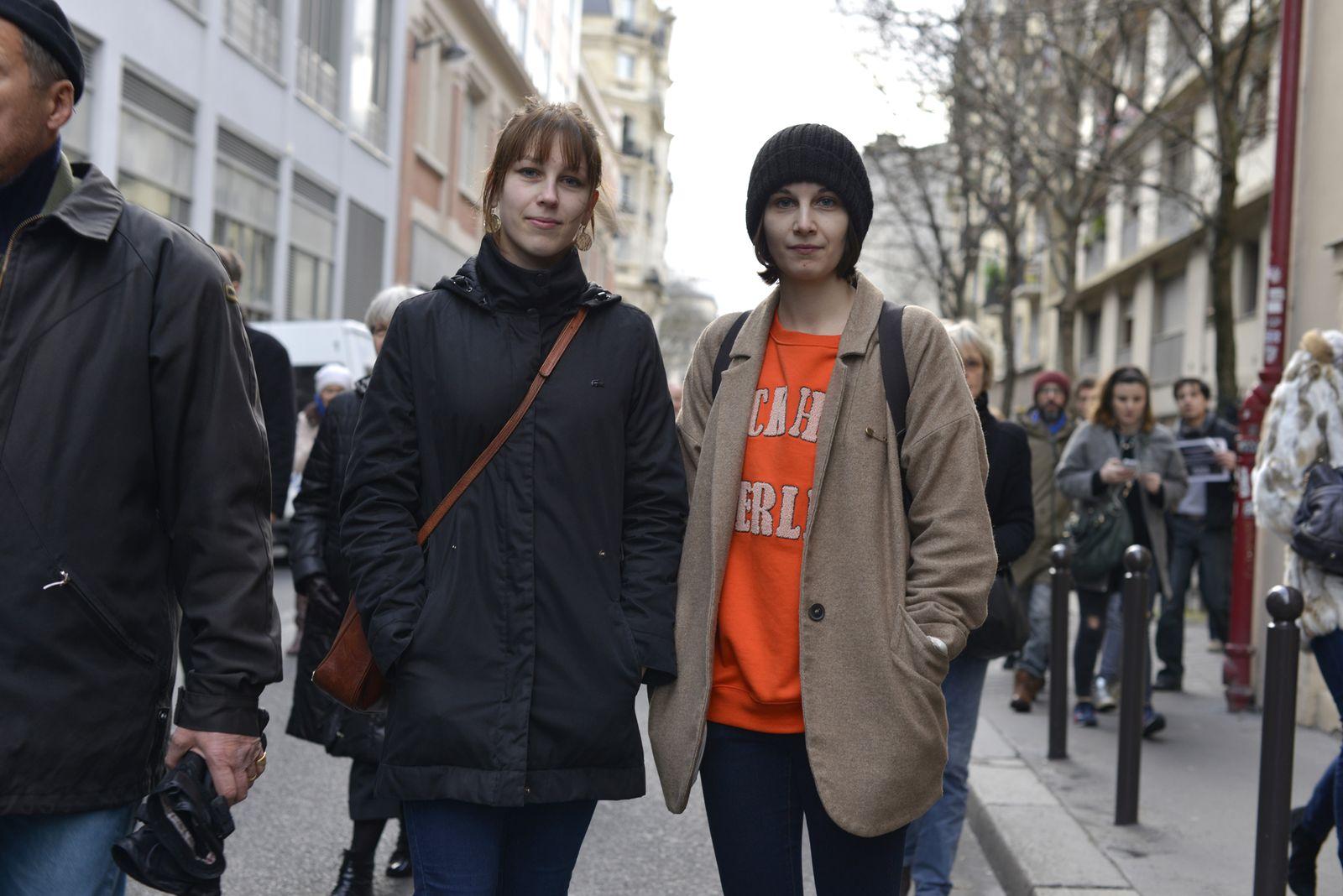EINMALIGE VERWENDUNG Frankreich / Trauer / Paris / sandra_lavergne_links_caroline_rechts_3