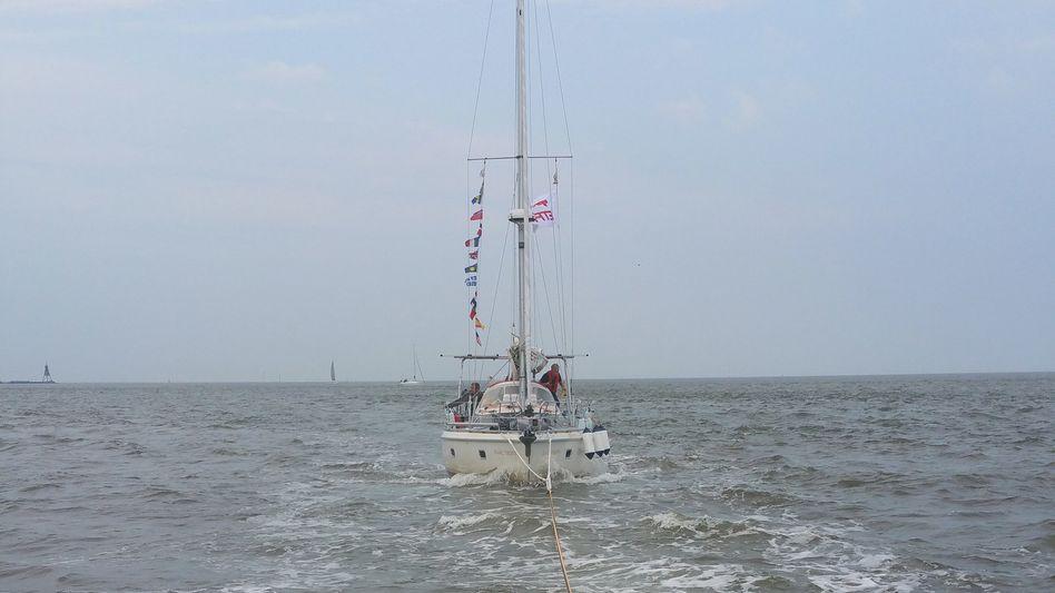 Seenotretter schleppten die Jacht nach Cuxhaven