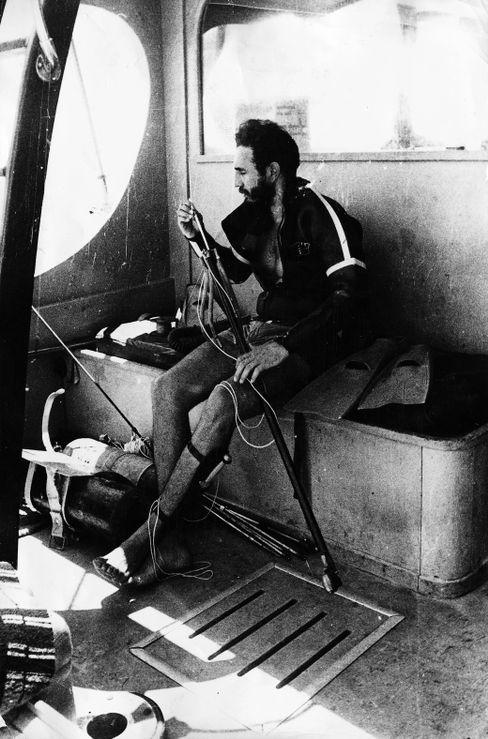 Es gab Pläne, Fidel Castro einen Neoprenanzug schenken zu lassen, der inwendig mit einem giftigen Pilz präpariert war.
