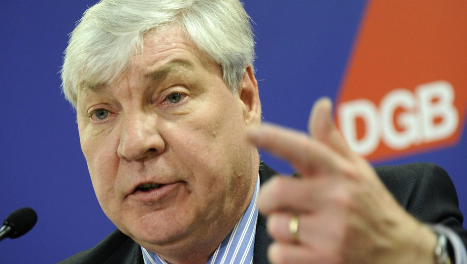 DGB-Chef Sommer bei der Pressekonferenz: Extremismus ist ein hochbrisantes Thema