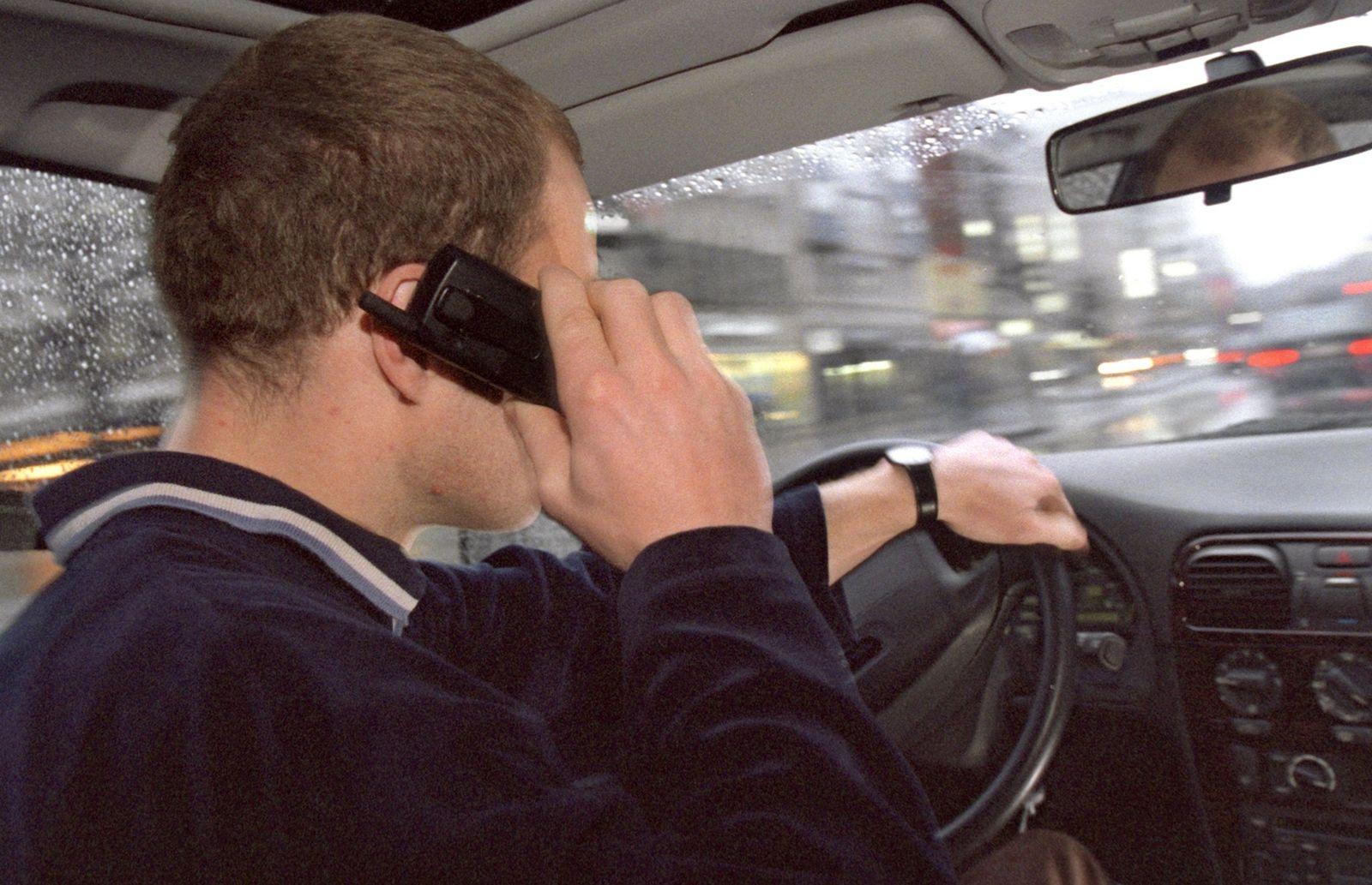 Fahrer / Auto / Telefon