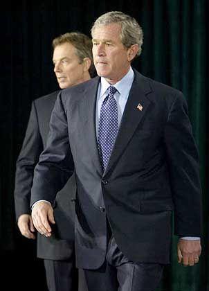 Bush schritt voran, Blair versuchte zu bremsen