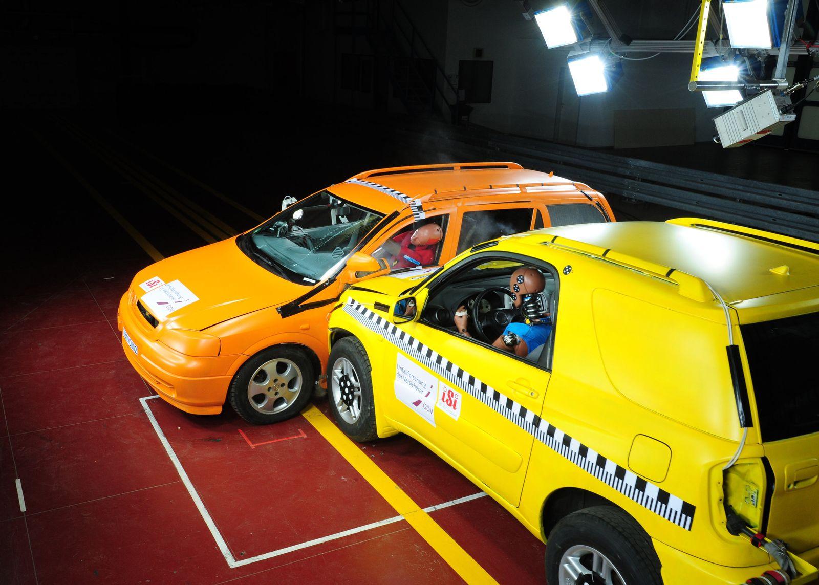 EINMALIGE VERWENDUNG GDV / Crashtest SUV / Crashtests