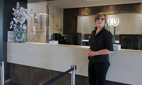 Xisca Sitjar, 54, ist Hoteldirektorin des RIU Bravo direkt hinter dem Balneario 6, dem sogenannten Ballermann. Das Hotel mit 442 Zimmern arbeitet mit TUI zusammen und ist eins der fünf auf Mallorca, das schon ab Montag, 15. Juni Gäste empfangen darf.