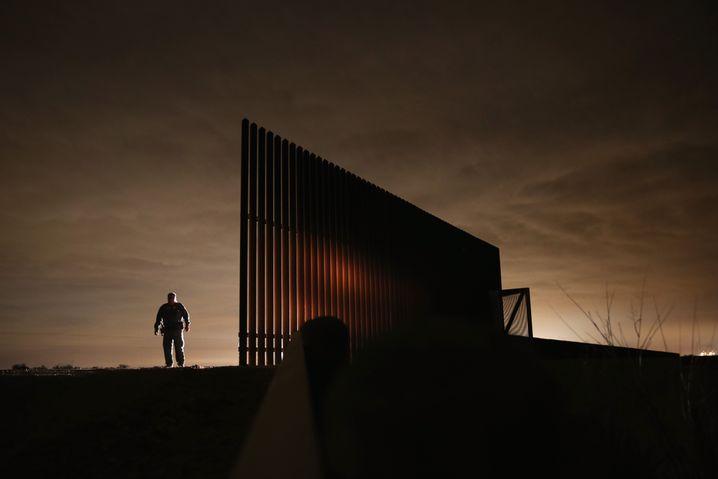 Mauerfragment an der US-Grenze zu Mexiko: Soldaten sollen Migranten zurückschicken