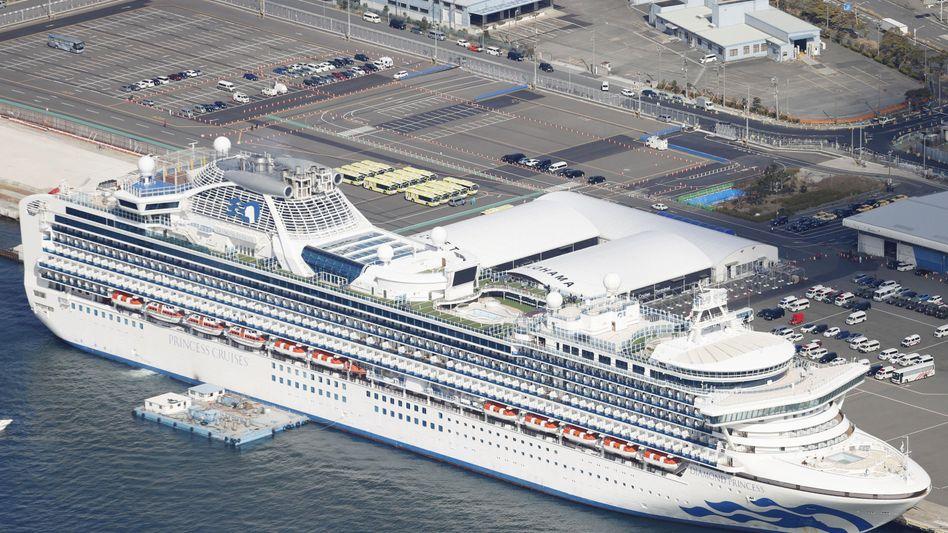 """Kreuzfahrtschiff """"Diamond Princess"""" in Japan: Mehr als 690 Coronavirus-Infektionen"""