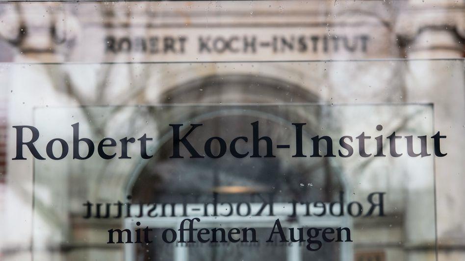 Eingang des Robert Koch-Instituts