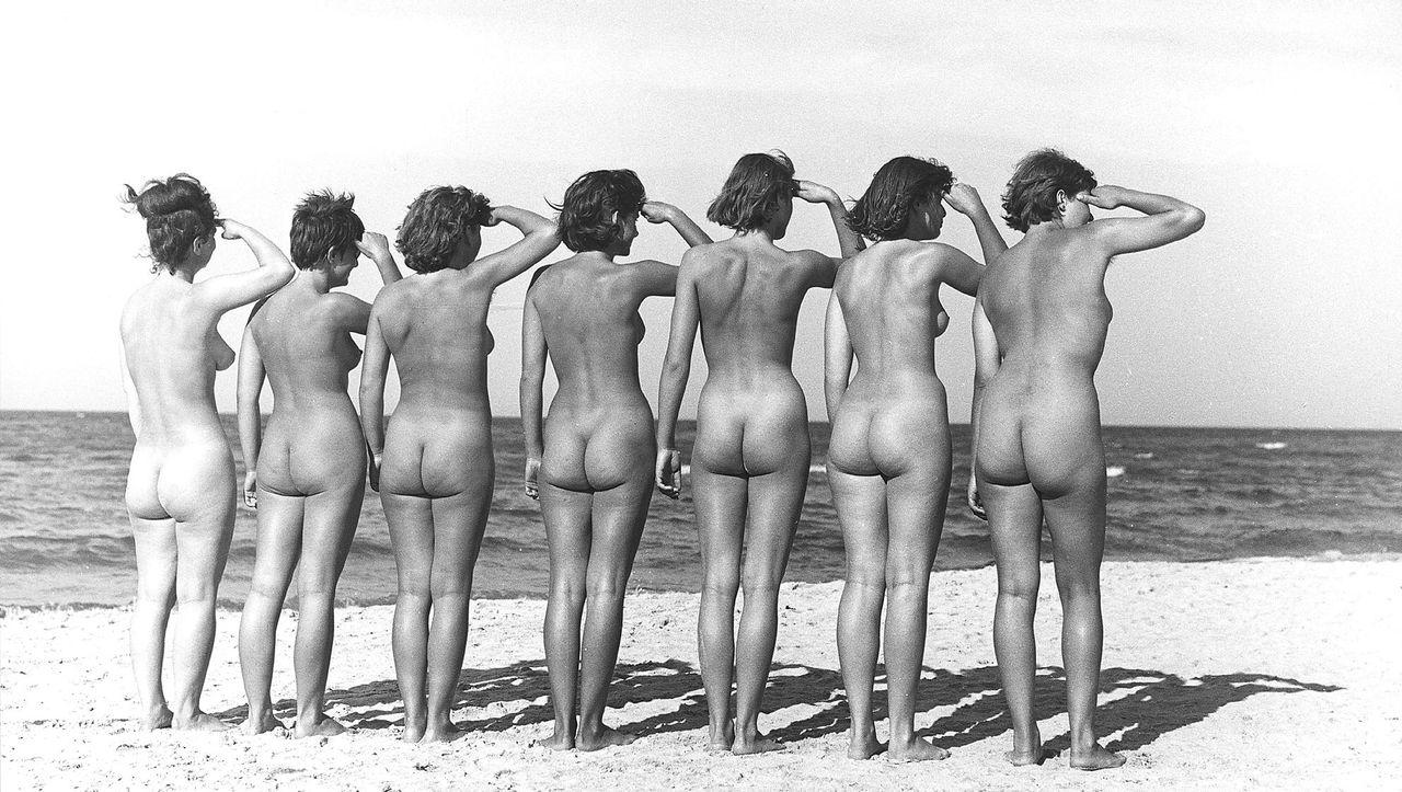 Nackt schulklasse Geschichte: Sklavin