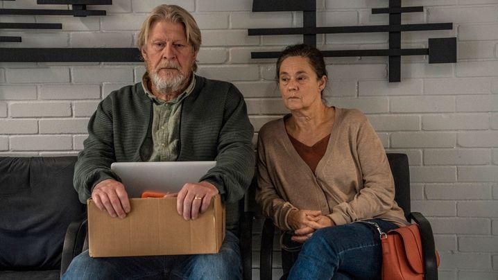 Kim Walls Eltern (Rolf Lassgård, Pernille August) wollen, dass der Tod ihrer Tochter restlos aufgeklärt wird
