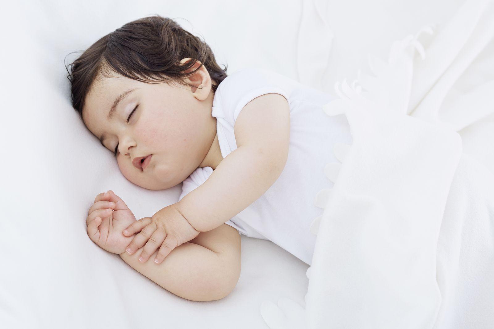 EINMALIGE VERWENDUNG Schlafendes Kind