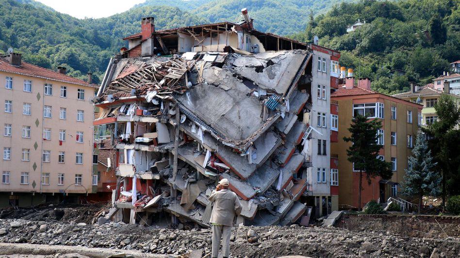 Zerstörtes Haus in Bozkurt vergangene Woche: Suche nach Vermissten geht weiter