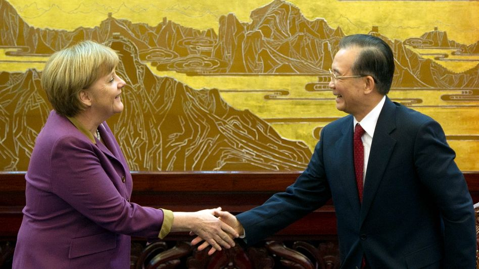 German Chancellor Angela Merkel (left) and Chinese Prime Minister Wen Jiabao: China has been reserved in pledging concrete aid in the euro crisis.