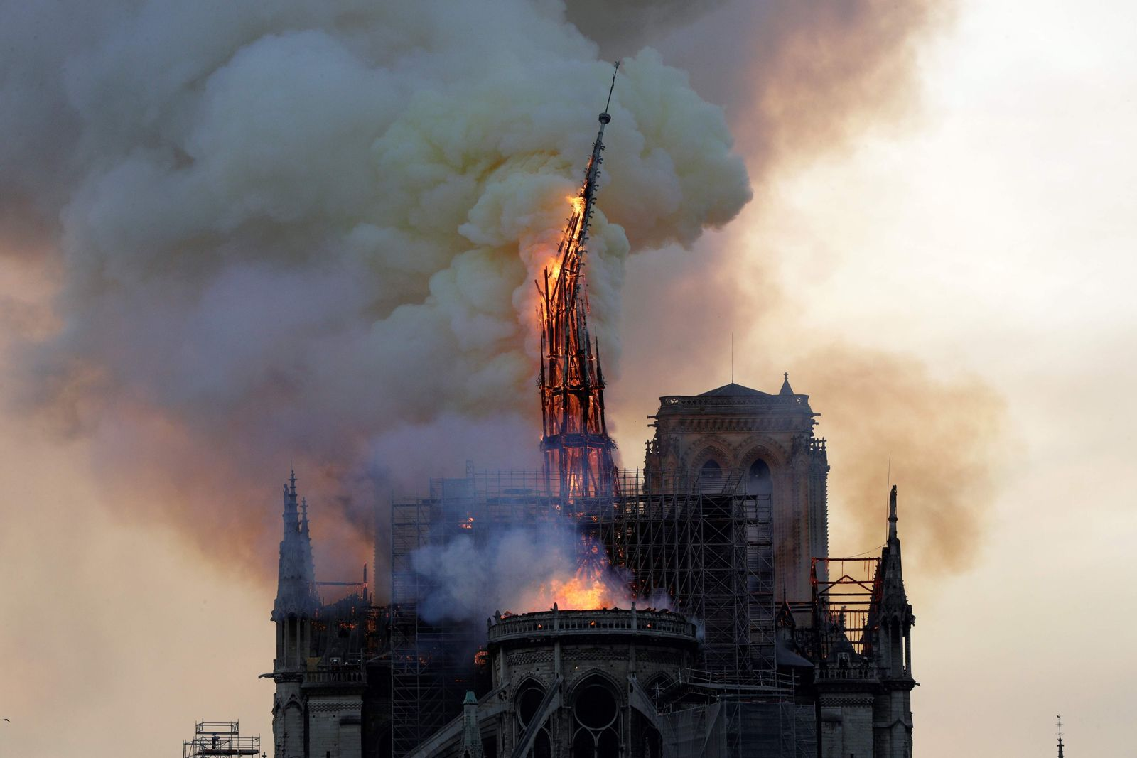 FILES-FRANCE-FIRE-NOTRE DAME