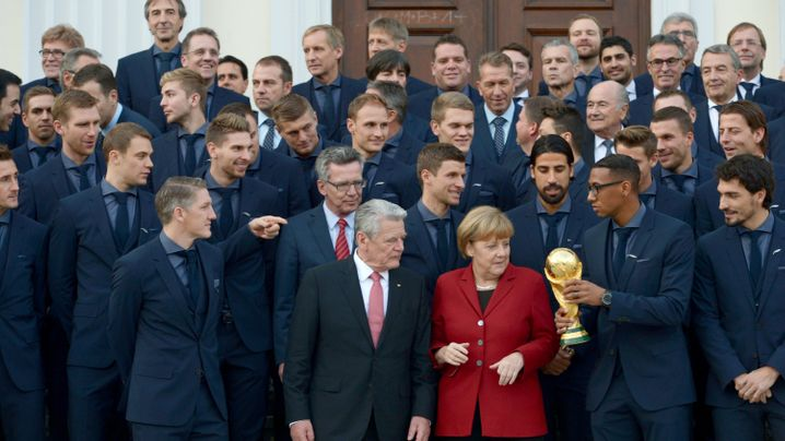WM-Team bei Joachim Gauck: Ballkünstler in Bellevue
