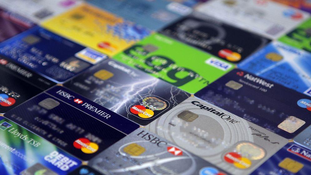 Online-Pranger: Twitter-Account retweetet Bilder von Debitkarten