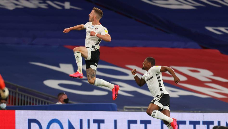 Joe Bryan (l.) will hoch hinaus: Der FC Fulham spielt bald wieder in der Premier League
