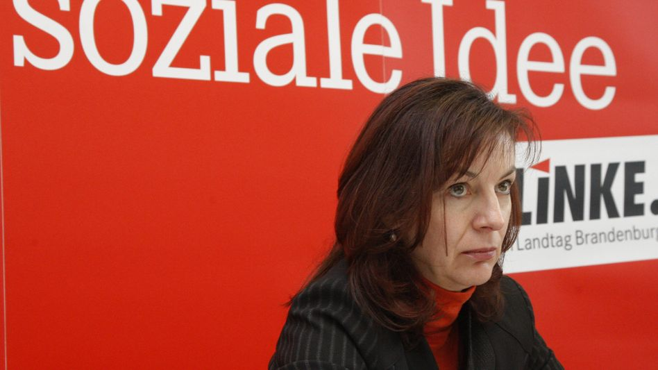 Left Party floor leader Kerstin Kaiser has been forced to answer some uncomfortable questions following revelations that a number of her fellow party members were once informers for the East German secret police, the Stasi.