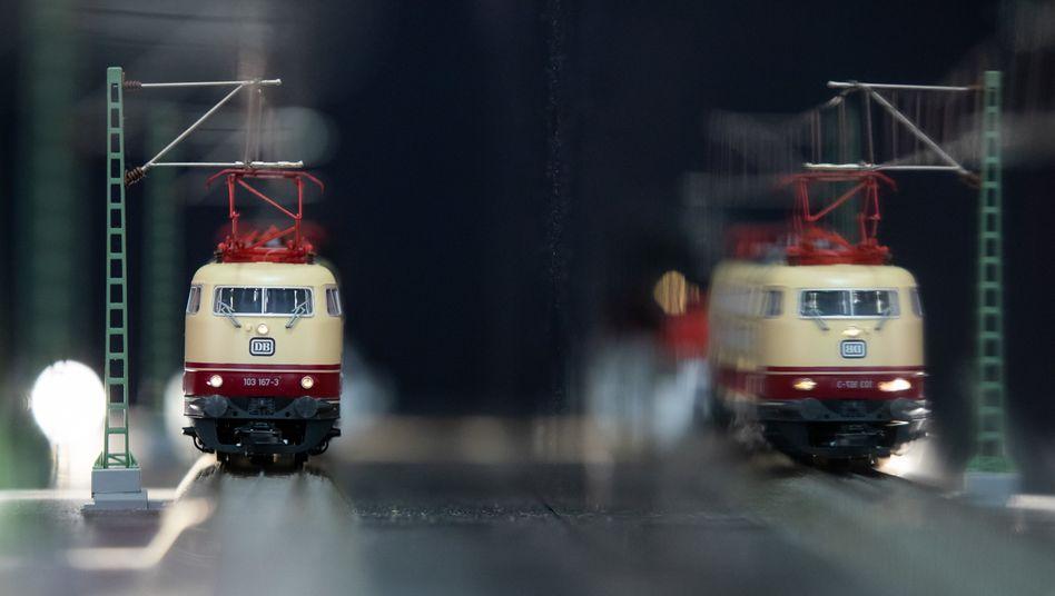 Märklin-Modell der Baureihe 103 der Deutschen Bahn: Die Modelleisenbahn boomt