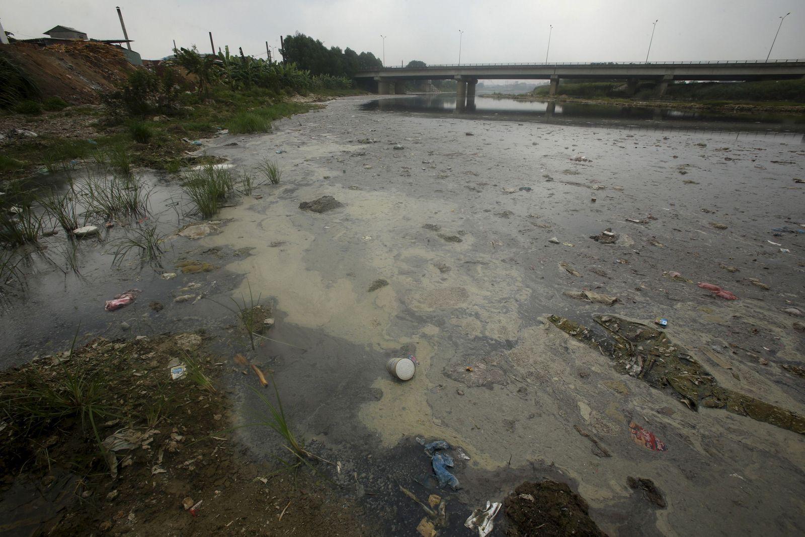 Vietnam/ Hanoi/ verseuchter Fluss