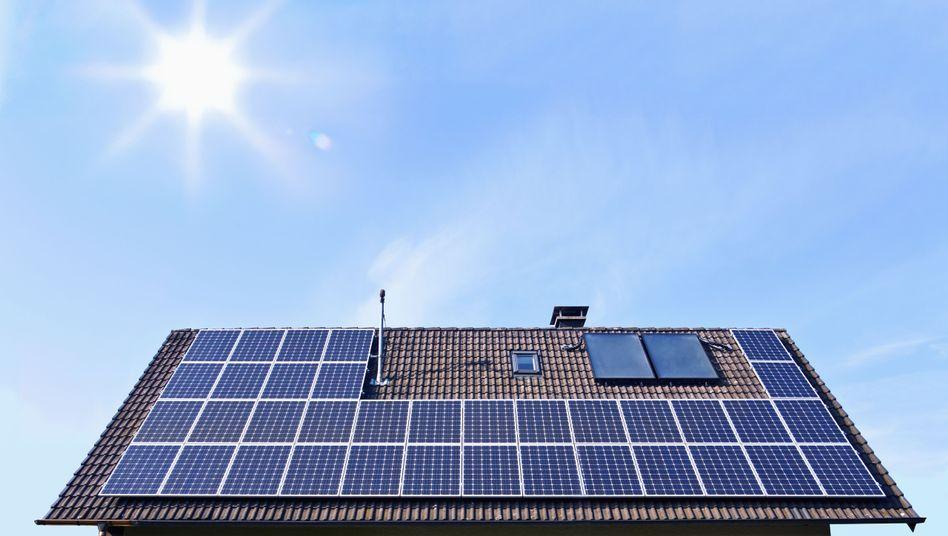 Fotovoltaikanlage aus einem Hausdach
