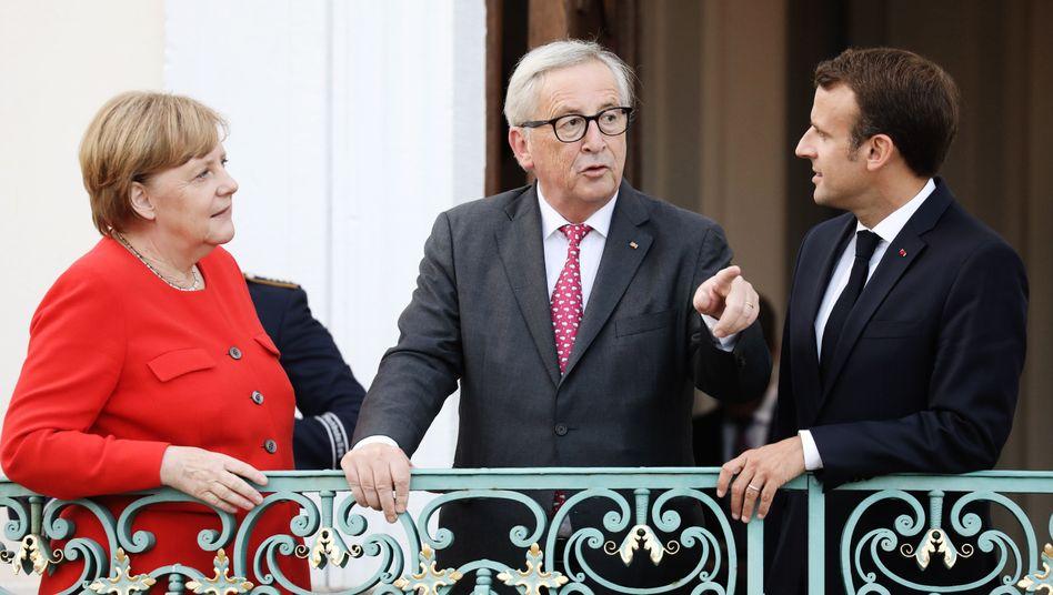 Angela Merkel, Jean -Claude Juncker (Mitte) und Emmanuel Macron