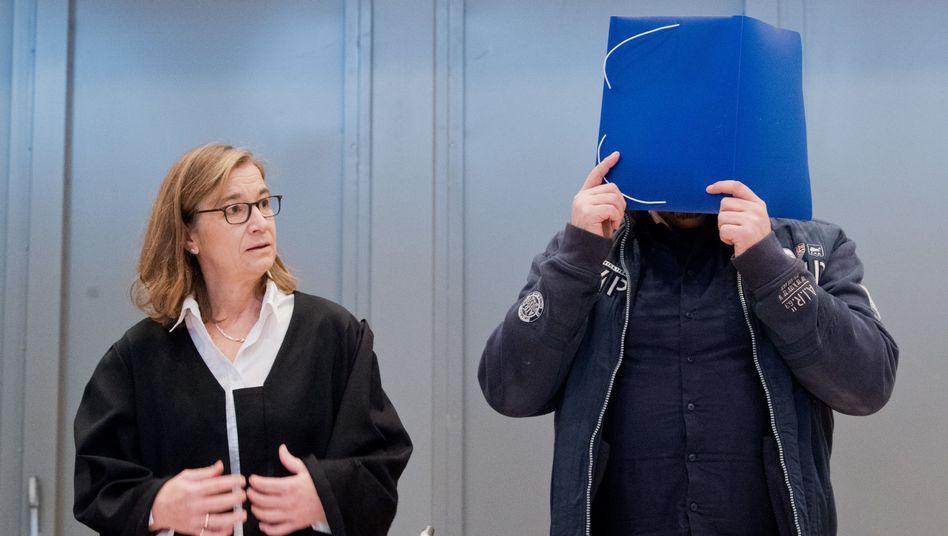 Niels Högel und seine Anwältin Ulrike Baumann