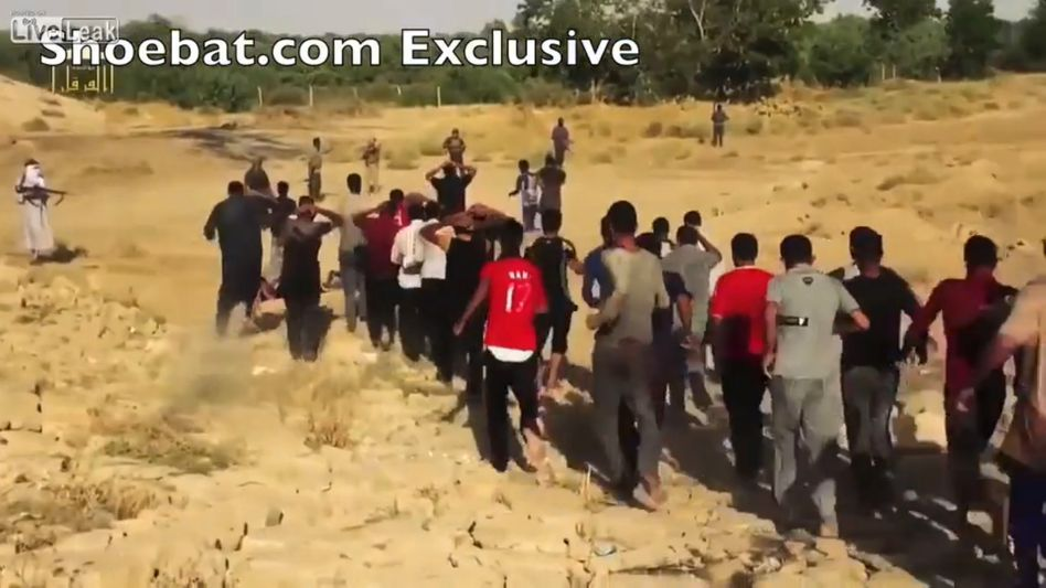 Szene aus dem Erschießungsvideo: Tod auf der Sandbank