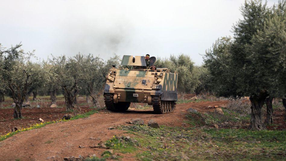 Von der Türkei unterstützte syrische Kämpfer nahe Afrin