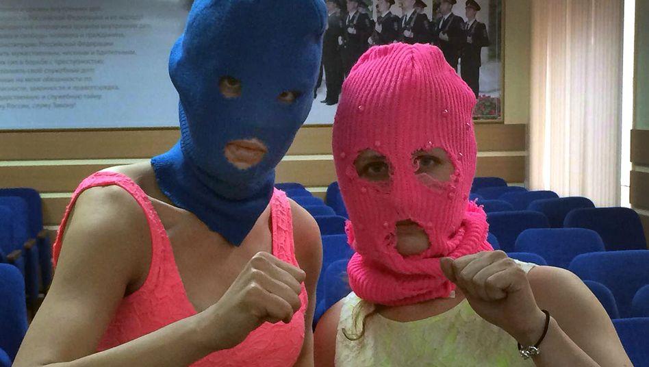 """Pussy-Riot-Aktivistinnen in Polizeiwache: """"Einige Beulen und Kratzer"""""""