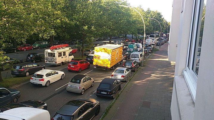 Stau in Hamburg-Eppendorf (Breitenfelder Straße)