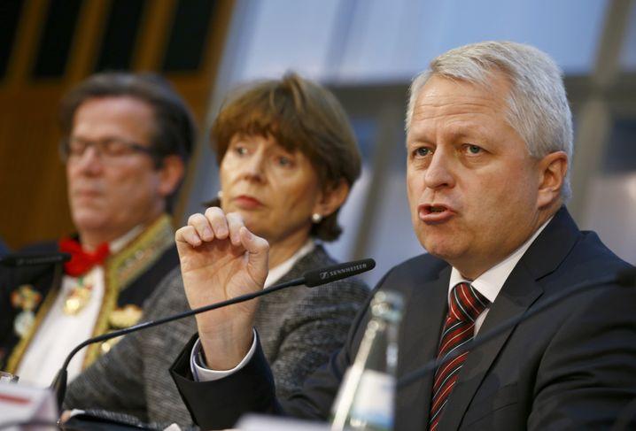 Kölns Polizeipräsident Jürgen Mathies (rechts), Bürgermeisterin Henriette Reker: Entschlossen, eines der größten Massenspektakel des Kontinents sicher über die Bühne zu bringen