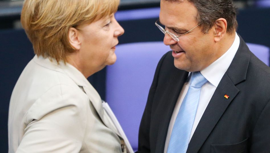 Kanzlerin Merkel, Innenminister Friedrich: Streit über Volksabstimmungen