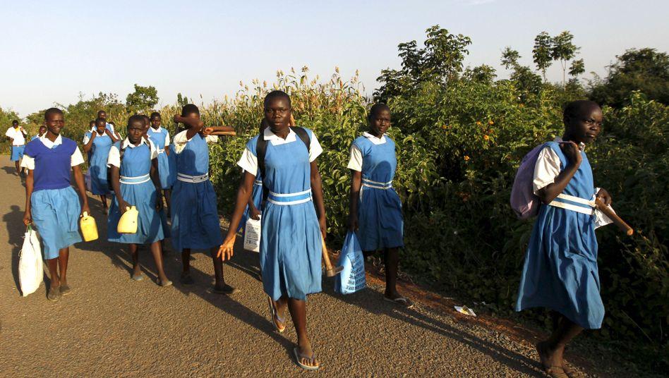 Schulmädchen in Kenia (Archiv)