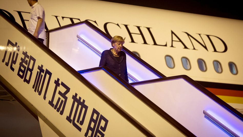Merkel bei ihrer Landung in Chengdu: Offiziell noch kein Kommentar