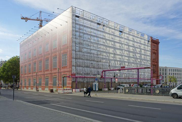 Rekonstruierte Fassade der einstigen Berliner Bauakademie: Suche nach einem Gründungsdirektor