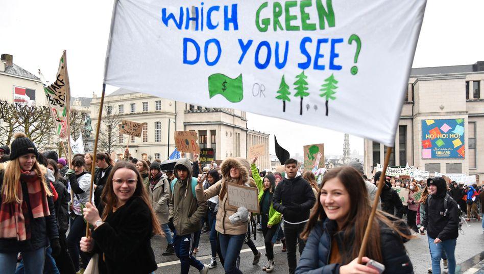 Schülerinnen und Schüler demonstrieren in Belgien für mehr Klimaschutz (Archivbild)