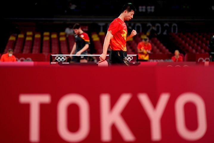 Dimitrij Ovtcharov hinten, vorne der Mann, der heute um Gold spielt: Long Ma