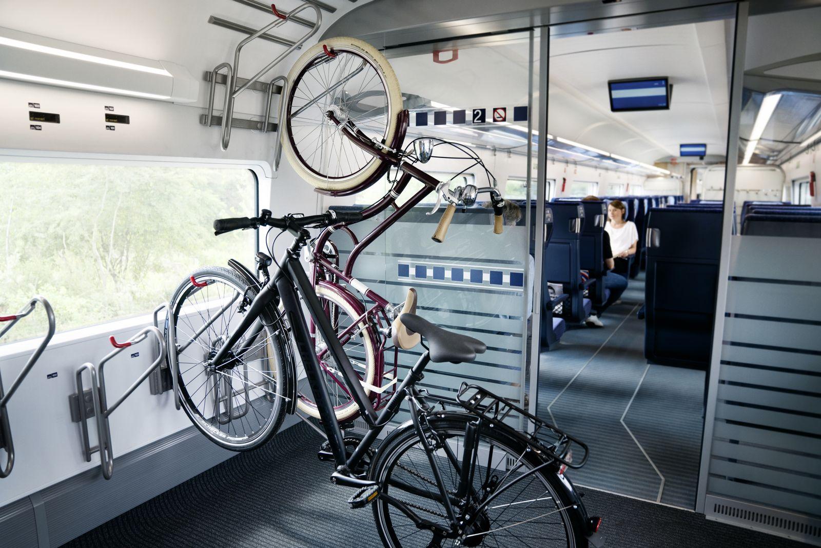EINMALIGE VERWENDUNG Wirtschaft/ Deutschebahn/ ICE/ Fahrrad