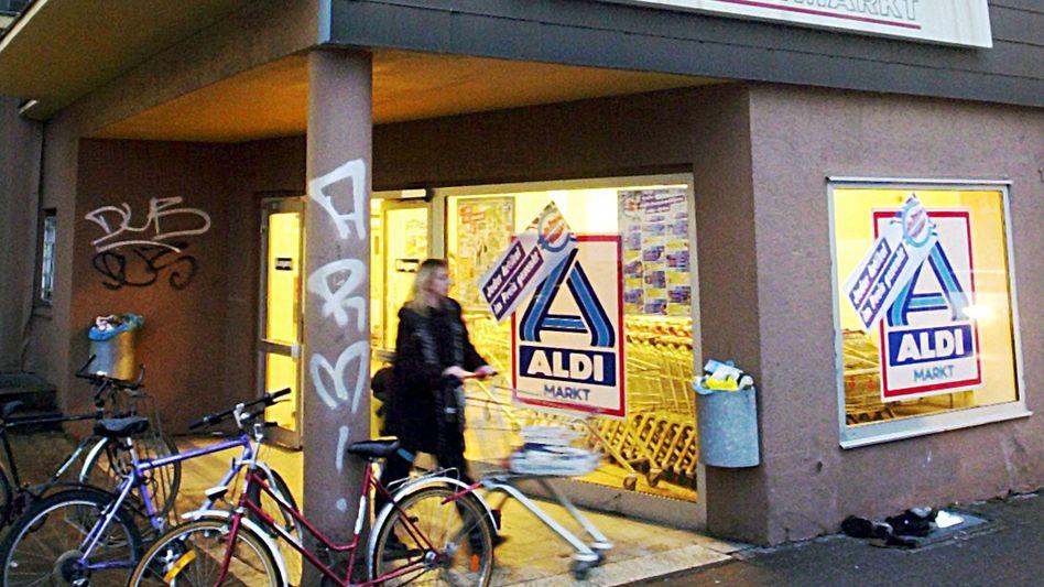 Aldi-Filiale: Preissenkungen für Knabberprodukte, Käse und Öl