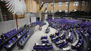 Der Bundestag debattiert über AfD-nahe Störer