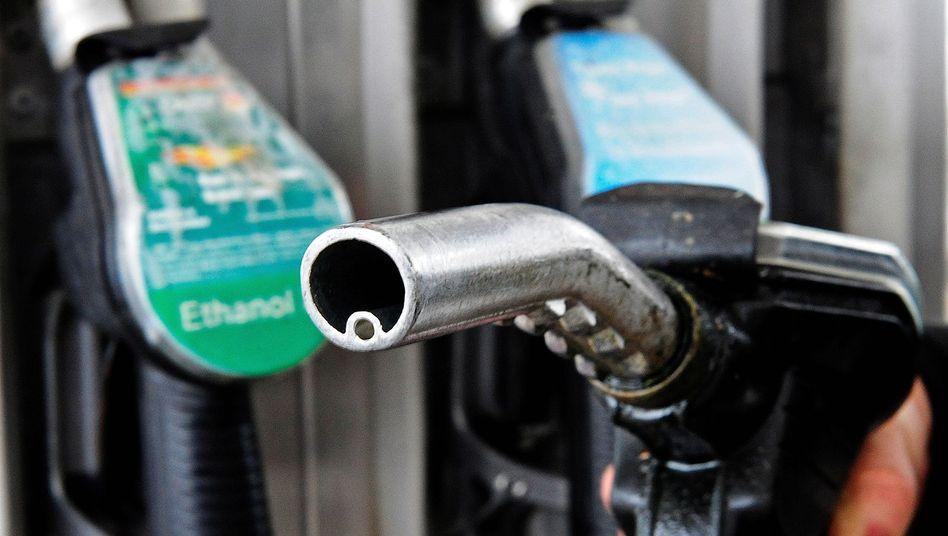 Tankstelle in Berlin: Das Einführungsdatum von E10 kam nicht aus dem Überraschungsei