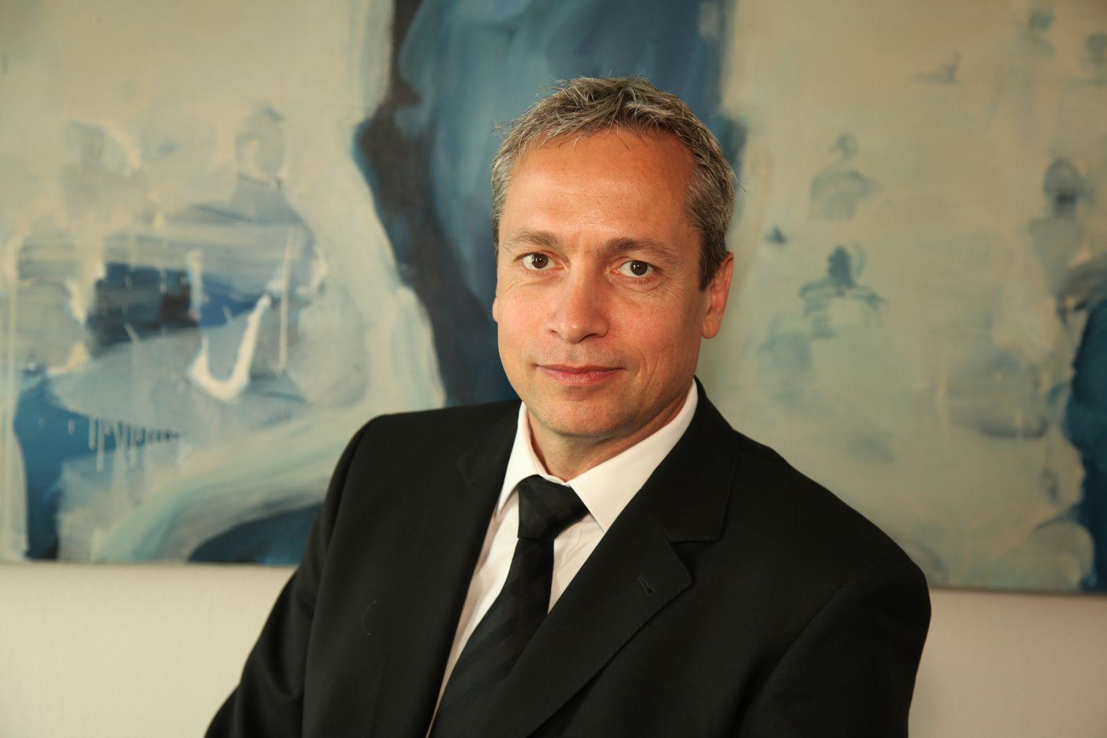 EINMALIGE VERWENDUNG Anwalt Peter Hartherz