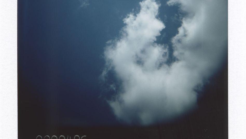 """Für sein """"Blue Skies Project"""" fuhr Fotograf Anton Kusters zu 1078 Orten ehemaliger Nazi-Lager"""