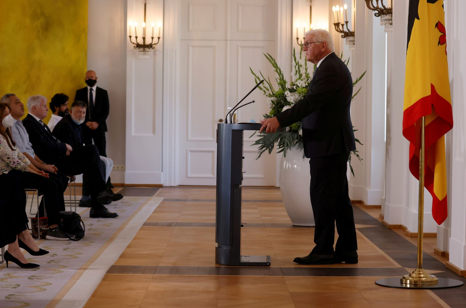 Steinmeier meets relatives of Hanau shooting victims