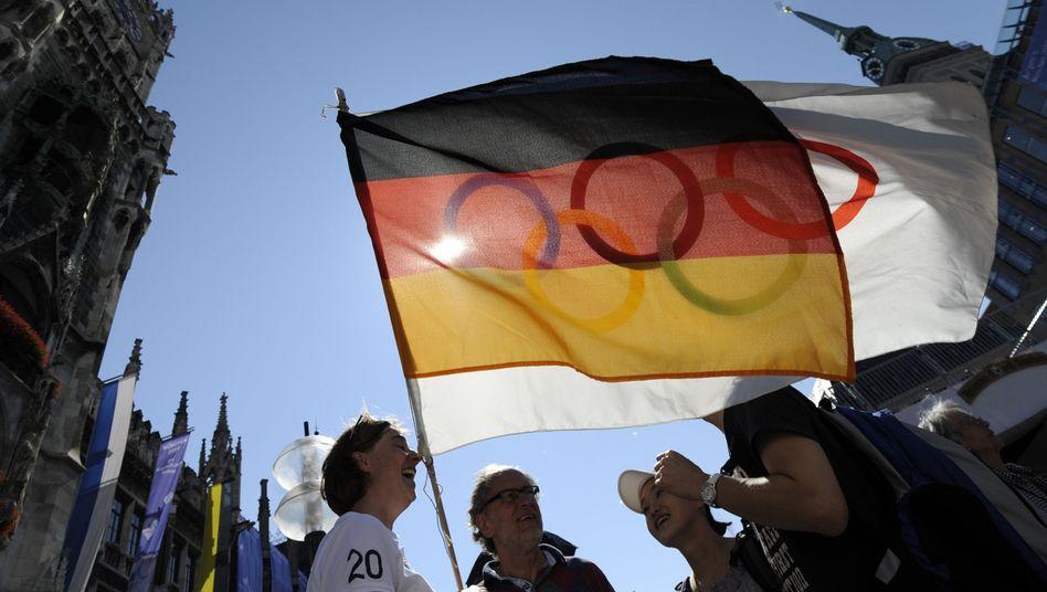 Olympia-Flagge auf dem Marienplatz: Weg frei für München