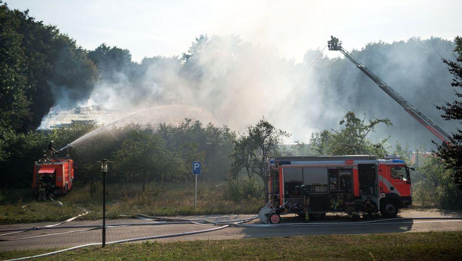Brand in Berlin-Reinickendorf: In der Halle gekokelt