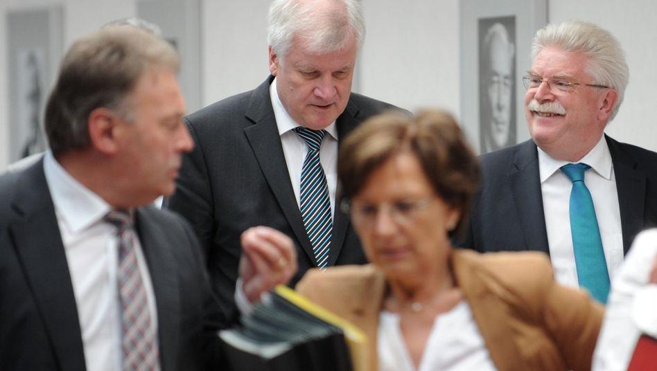 Bayerische Spitzenpolitiker Seehofer und Zeil (hinten): FDP-Kritik an CSU