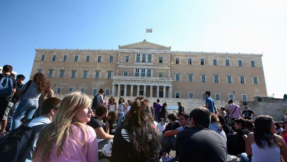 """Protestierende Studenten vor dem Parlament in Athen: Droht dem Land der große """"Bang""""?"""