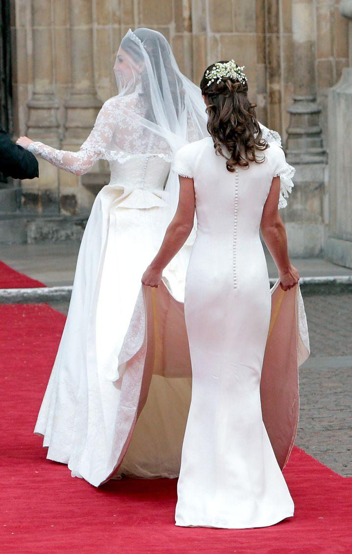 Wer heiratet hier? Die Braut und ihre Brautjungfer