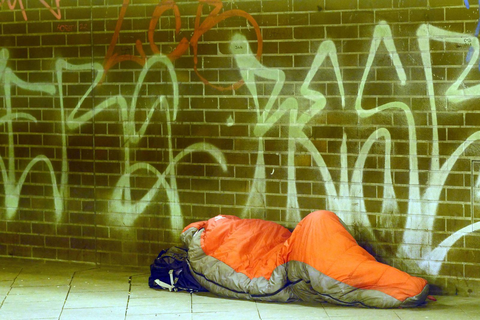 EINMALIGE VERWENDUNG Obdachlosigkeit/ Winter/ Kälte
